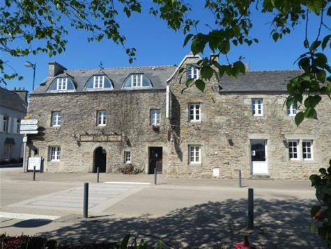 Great potential for this former 17th century Coaching Inn