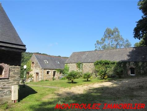 exceptional ensemble of 3 houses on 2.9 hectares.