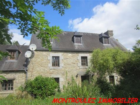 Stone house with attached land of 4.7 hectares