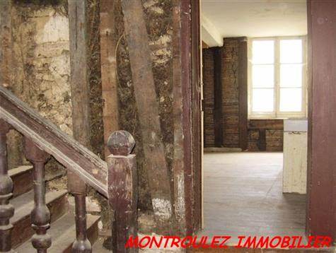 A lot of caracter for this 17th century town house to renovate entirely