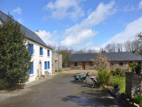 Good quality of renovation for this ensemble at the heart of the countryside