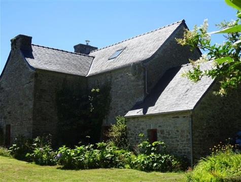 Pretty renovated stone house with 1600 m² garden