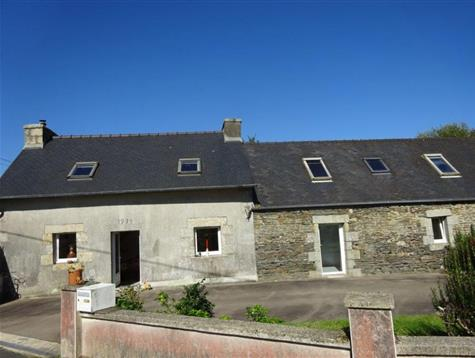 Renovated longere with 12 hectares of biologic land