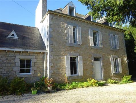 Lovely property of 2 houses, just 10 mns from Morlaix