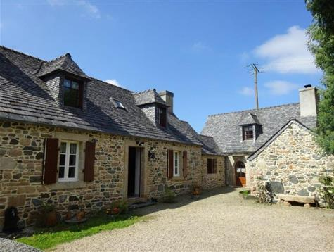 Quality renovation for this charming longere at 2 kms from the beach